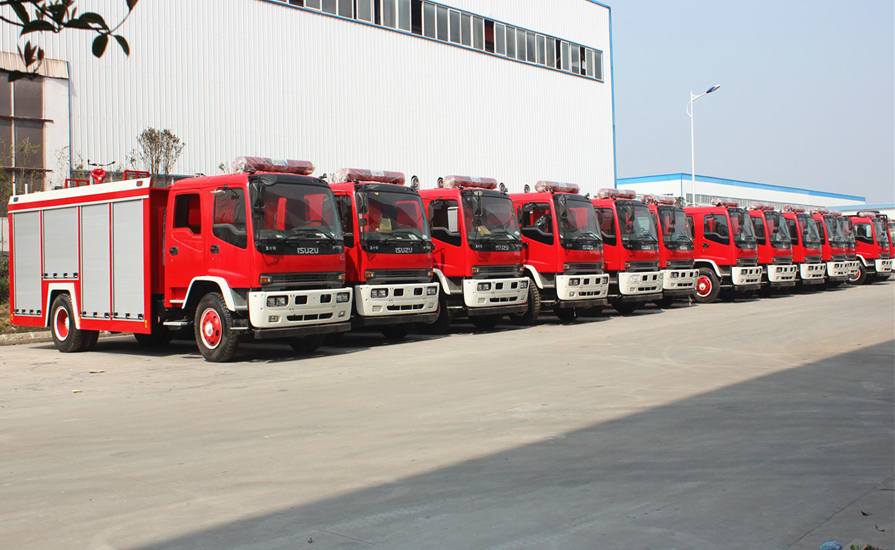 15辆五十铃FVR6吨泡沫消防车等待明天发车