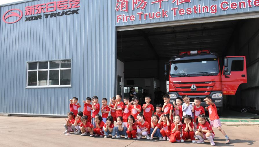 随州外国语学校师生莅临新东日专汽学习专用汽车