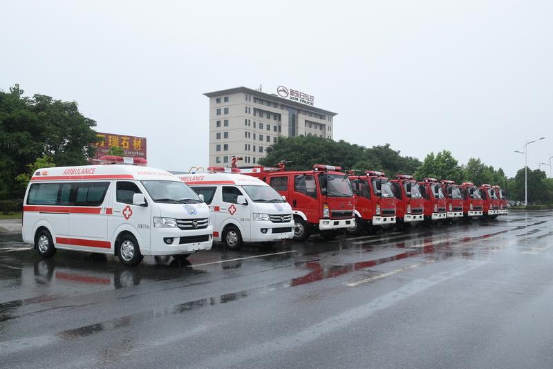 2辆福田G7救护车 10辆豪沃中超直播24直播网 出口检验合格准备发车啦